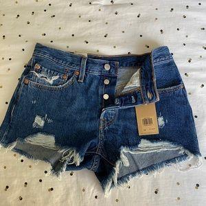 Women's Levi mid rise jean shorts
